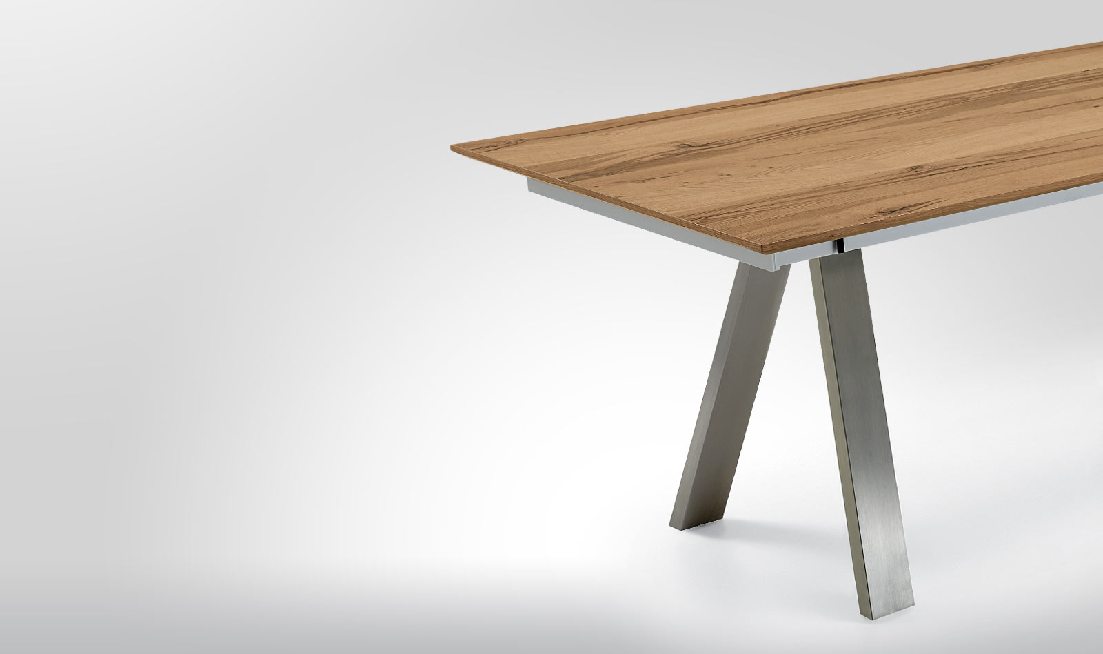 DINING TABLE-DIVERSITY SURFACE HIGHLIGHTS AND INTELLIGENT PULL-OUT FUNCTIONS